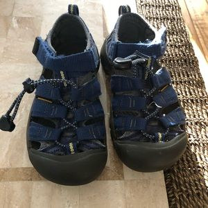 Kids Keens sandals. Great condition size 1